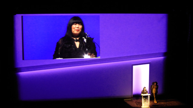 Anna Sui accepting the Geoffrey Beene Lifetime Achievement award