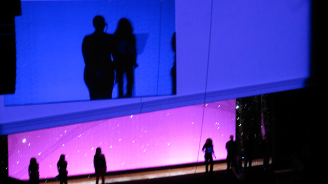 Beautiful colors during a glittering rehearsal moment