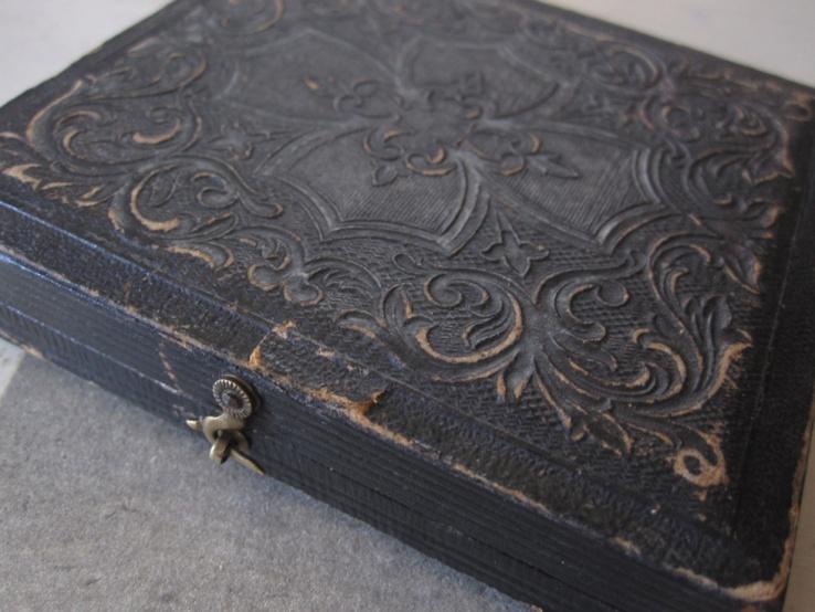Exterior of leather and velvet bound Daguerrotype