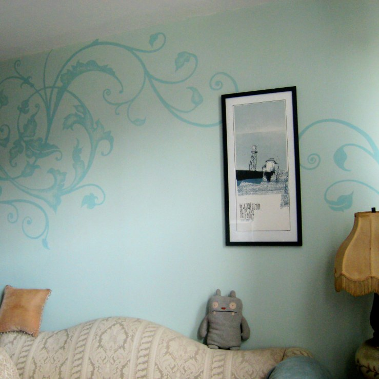 In my previous apartment, I painted this whimsical flourish on the wall of my office— projector and chalk pencil; freehand painting.
