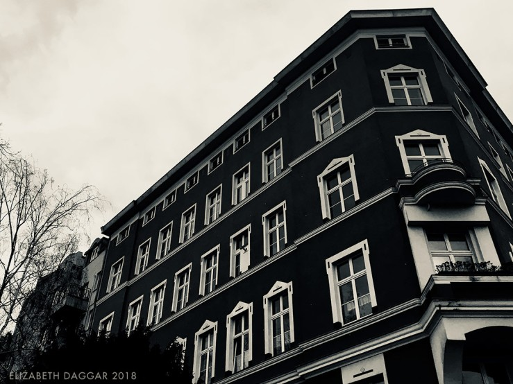 b&w photo of a traditional building in Berlin