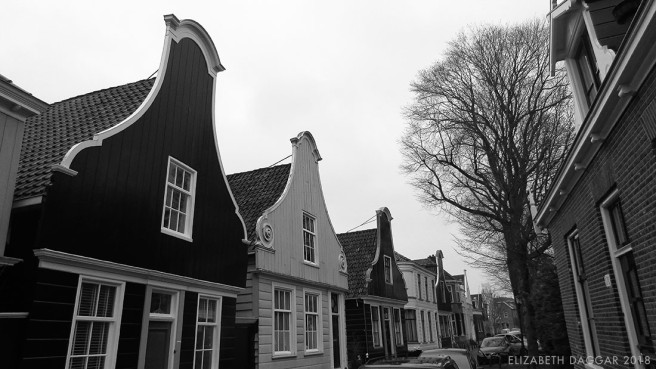 b&w photo of gables in Nieuwendammerdijk